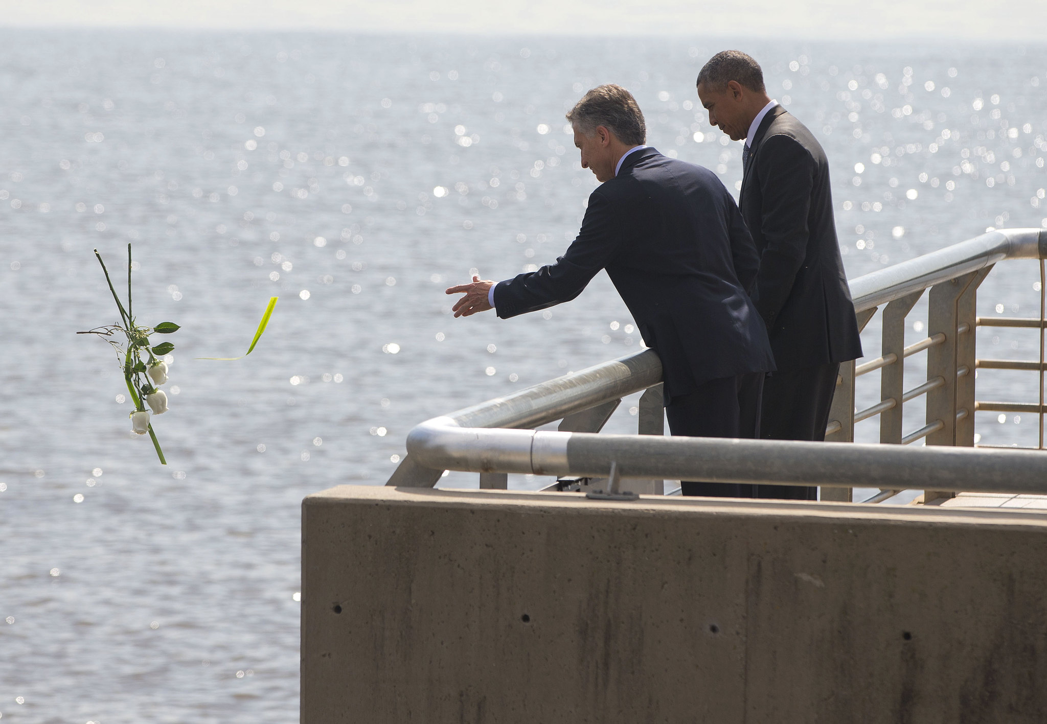 Obama, Macri honor the fallen